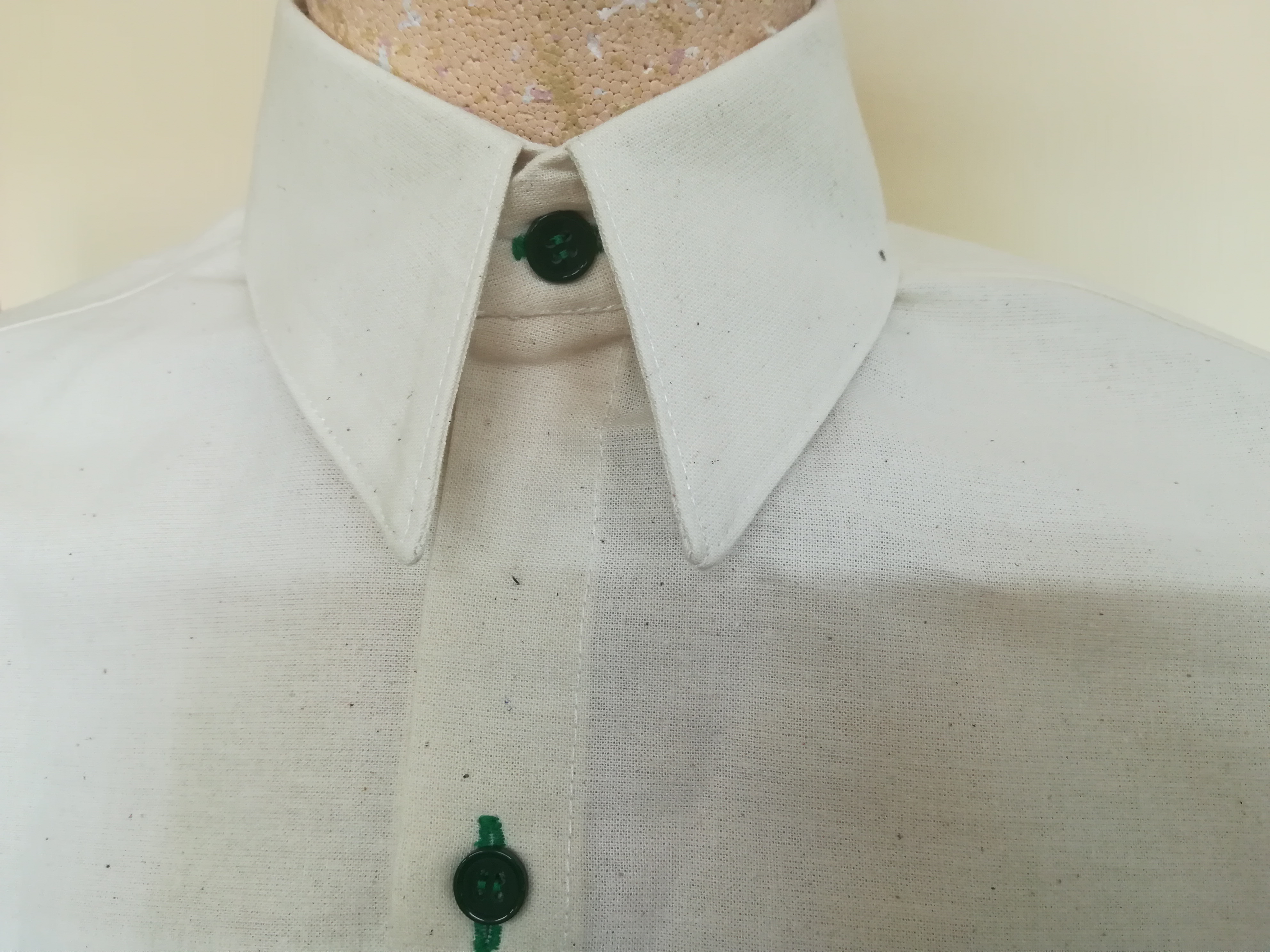 Montaje de cuello camisero