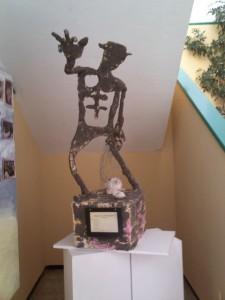 Emplazamiento de la escultura en el vestíbulo del centro