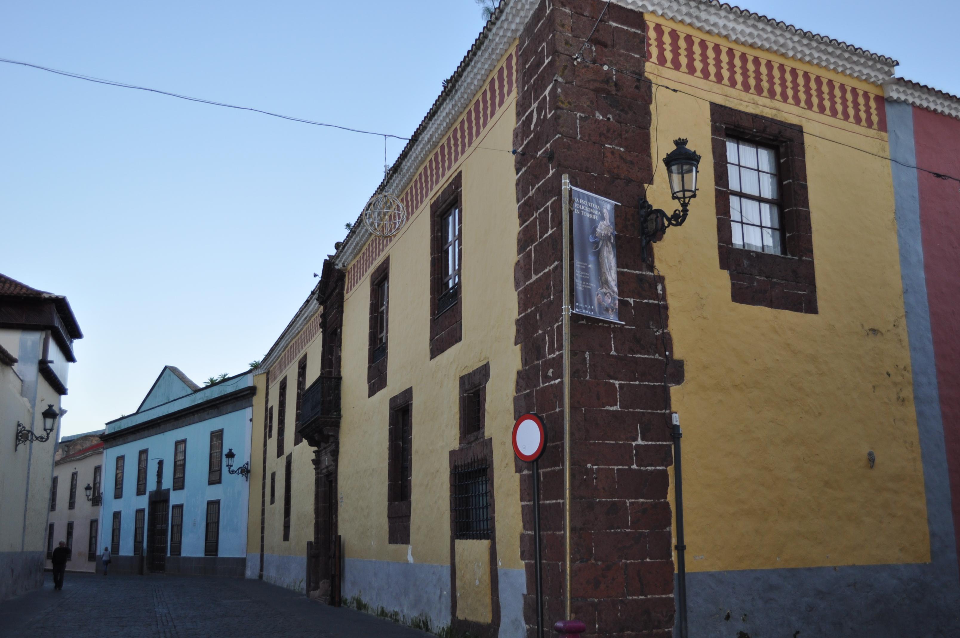 Casa de Alvarado - Bracamonte o de los Capitanes Generales