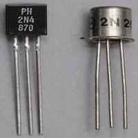 Características de transistores electrónicos