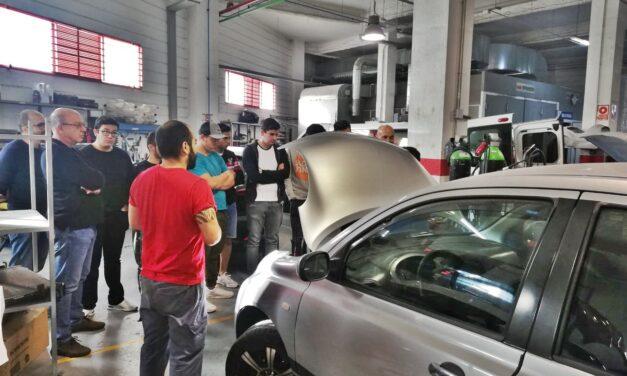 Visita del alumnado de carrocería al taller Socas Cruz
