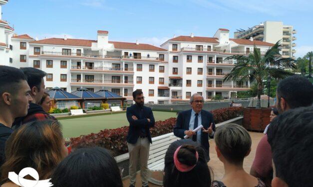 Visita del alumnado de turismo a los apartamentos Casablanca