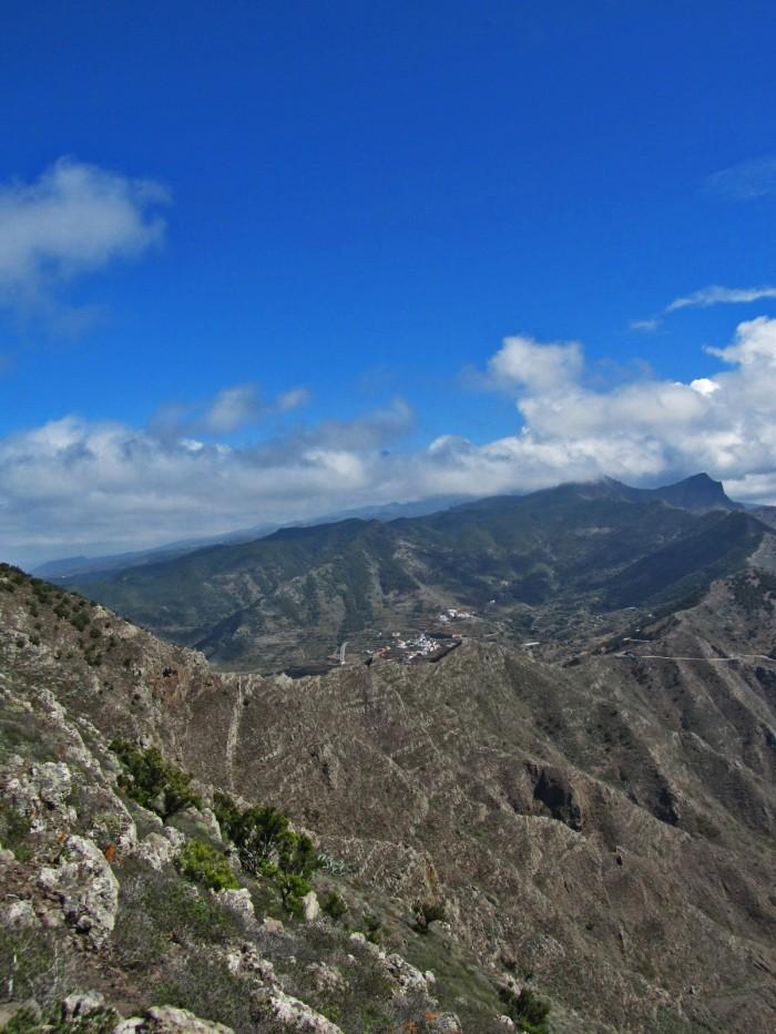 Montañas y valle