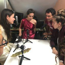 COTILLEOS 🤔 Buscamos información de acontecimientos que se están produciendo en nuestro centro.
