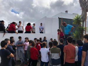 Escolares practicando deportes autóctonos