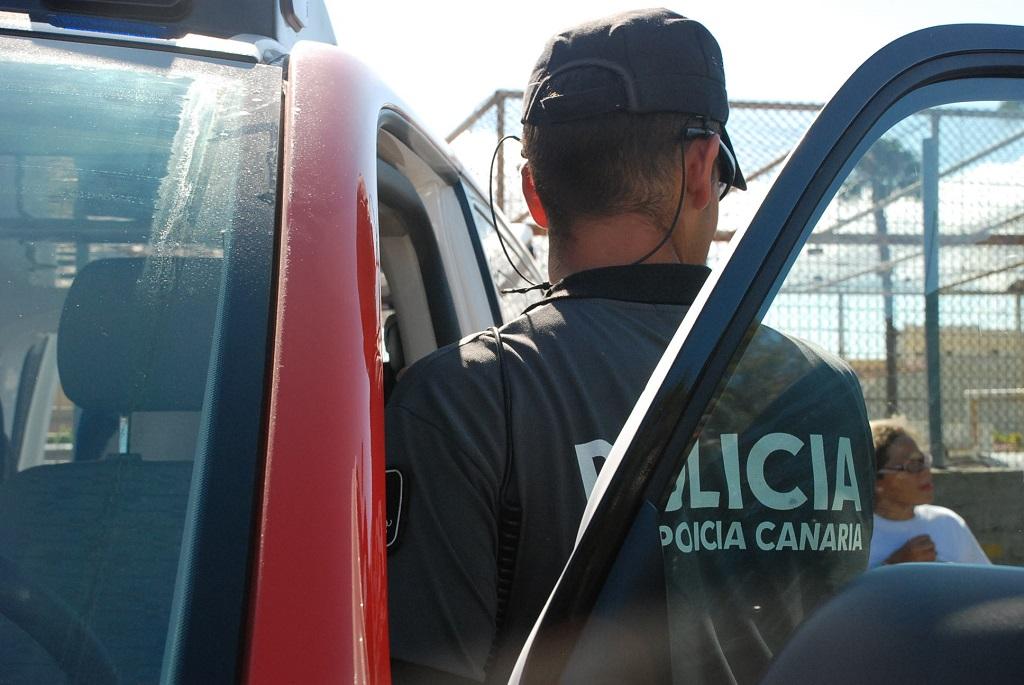 Imagen de archivo de un efectivo de la Policía Canaria