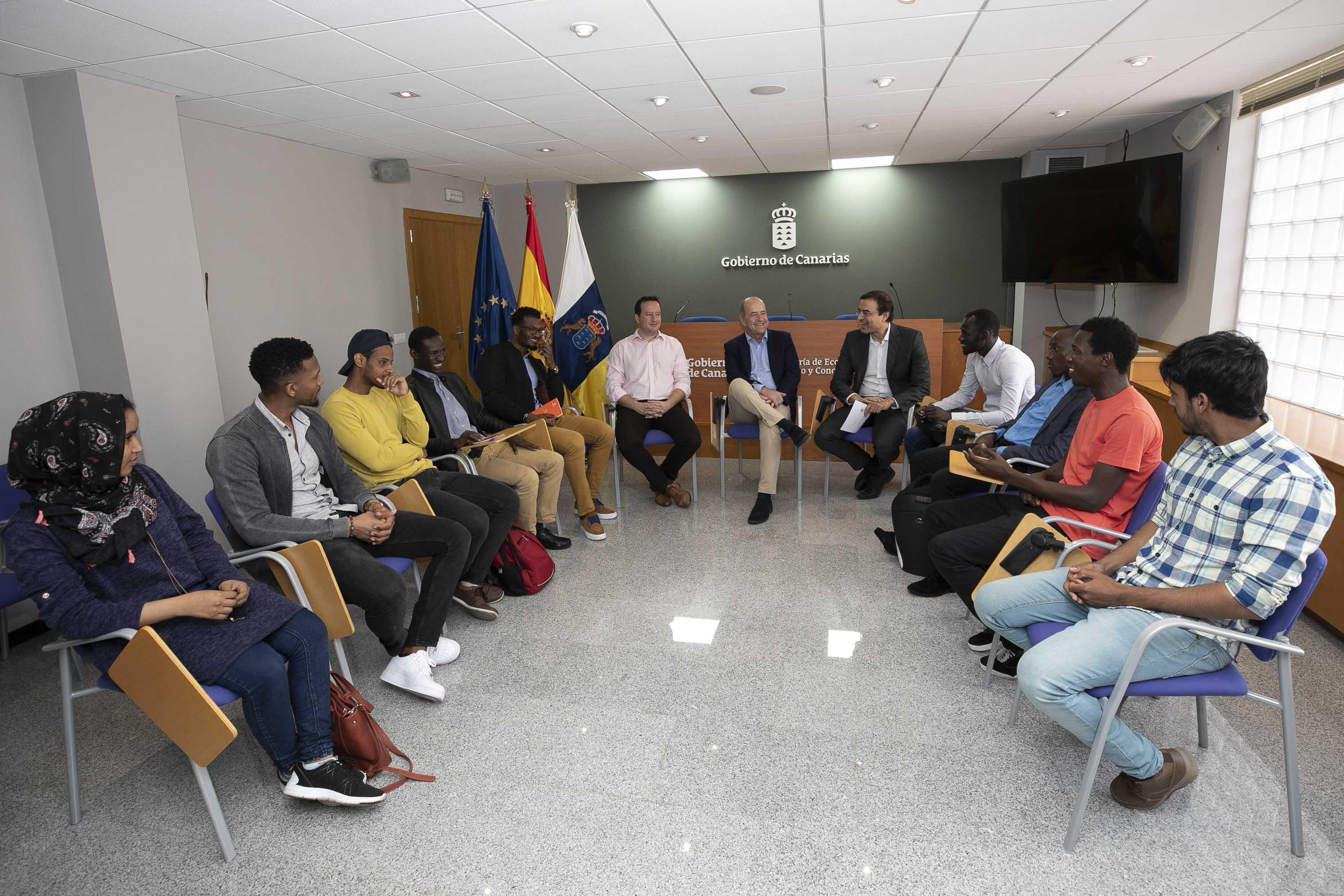 El Gobierno ofrecerá 30 becas a jóvenes africanos que quieran ampliar sus estudios en Canarias