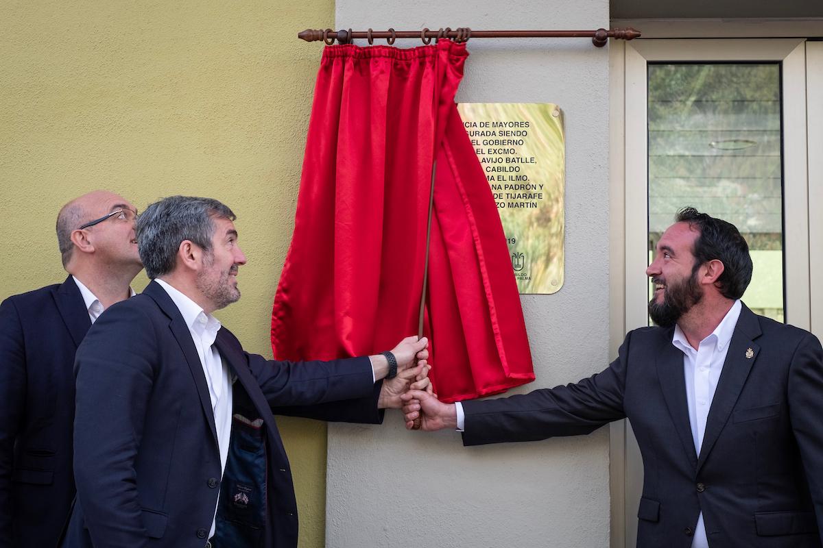 Fernando Clavijo inaugura el Centro de Día de Mayores de Tijarafe.