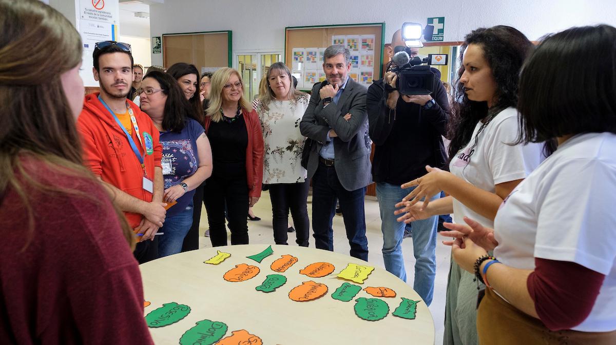 Fernando Clavijo visita el CIFP Los Gladiolos.