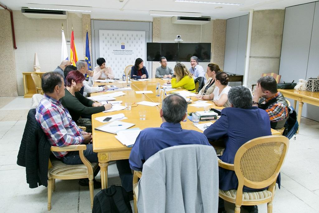 Blanca Pérez preside la reunión sobre gestión de residuos con los cabildos