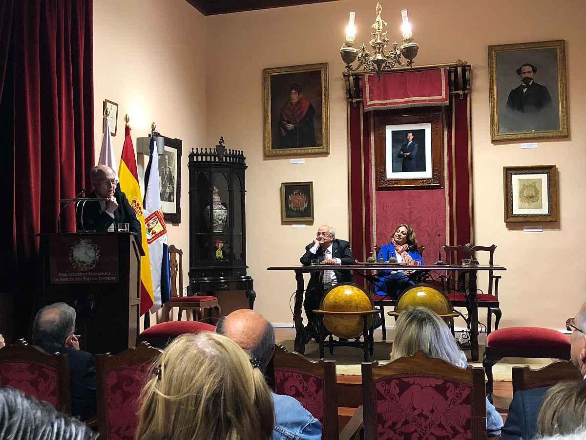 Cristina Valido inauguró la primera jornada dell 'I Ciclo sobre la sociedad y las personas mayores'.