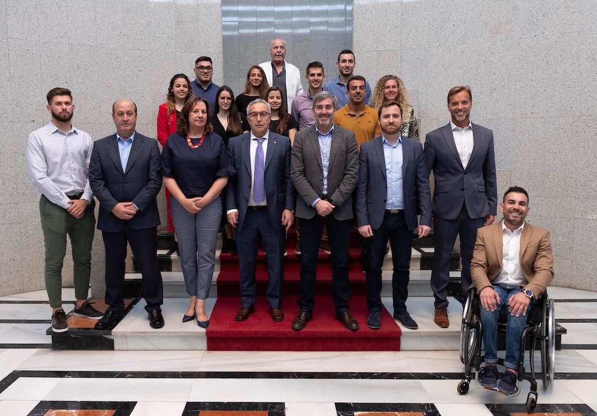 Foto de familia de los Premios a la Excelencia Académico-Deportiva
