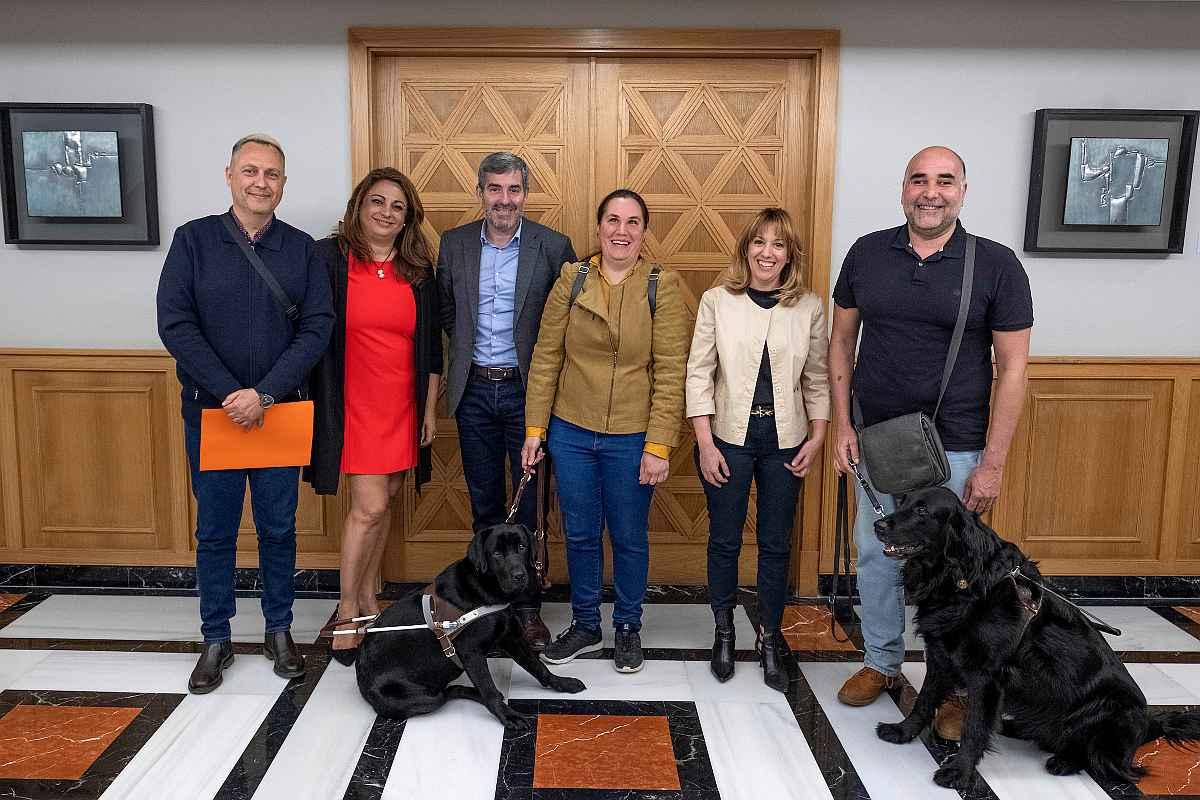 El Gobierno de Canarias y la Asociación de Usuarios de Perros Guías de Canarias llevarán a cabo una campaña conjunta de sensibilización