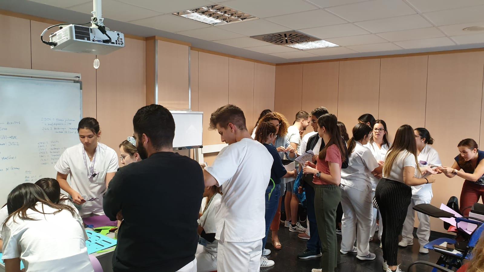 Actividad formativa para alumnos de enfermería y TCAE en Lanzarote.