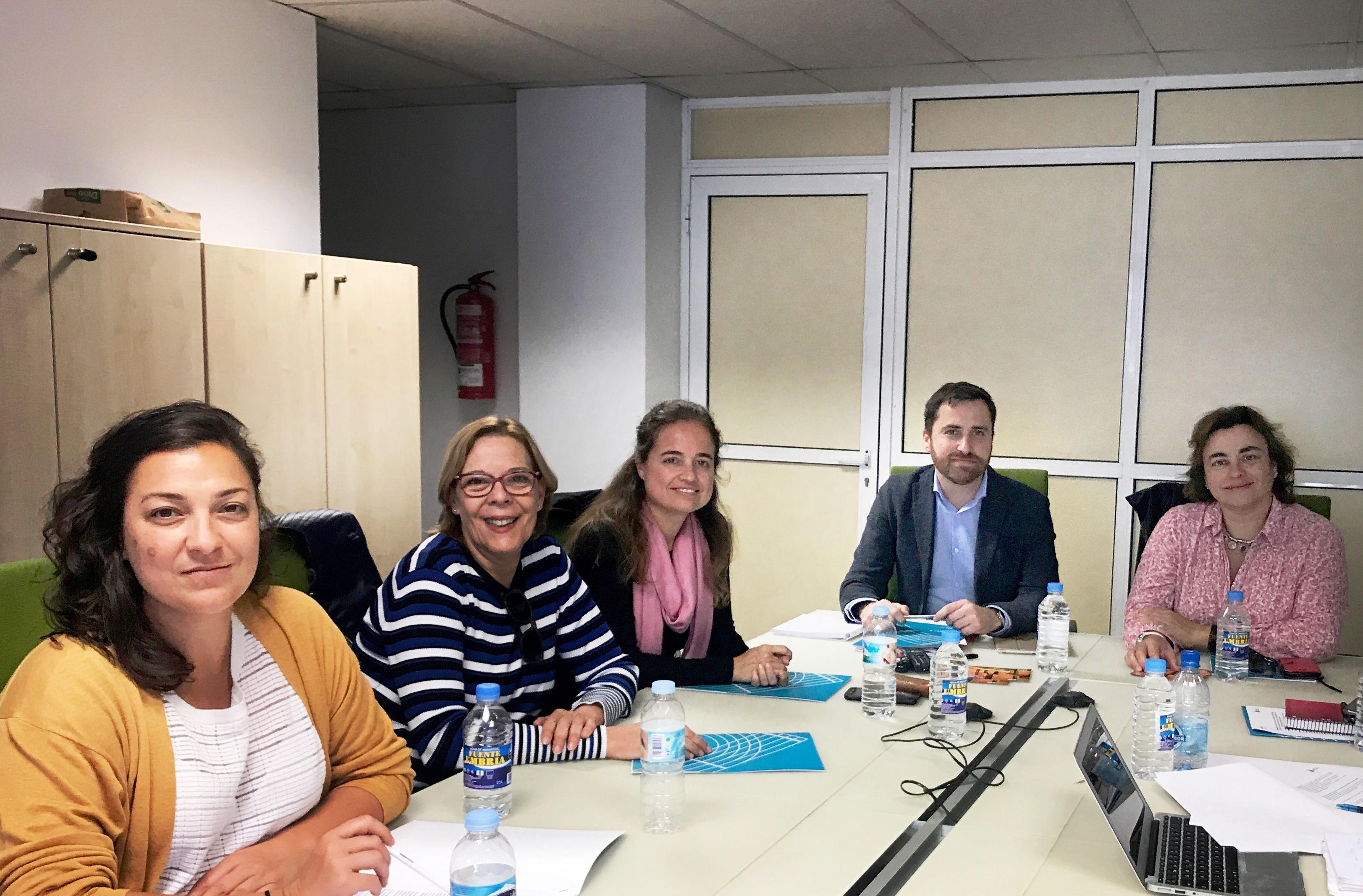 El equipo redactor del proyecto junto a Isaac Castellano