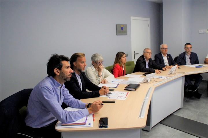 Momento de la reunión de la comisión.