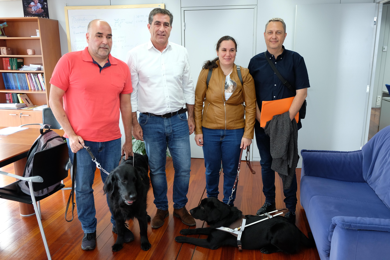 Reunión viceconsejero de Políticas Sociales con asociación de perros de asistencia