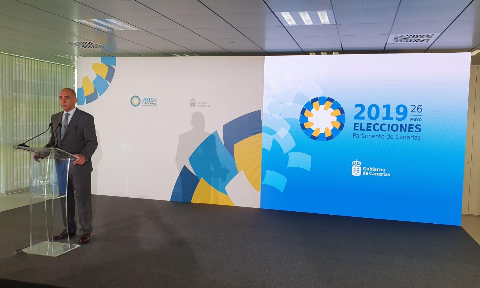 Antonio Llorens durante la primera comparecencia sobre participación en las elecciones al Parlamento de Canarias 2019