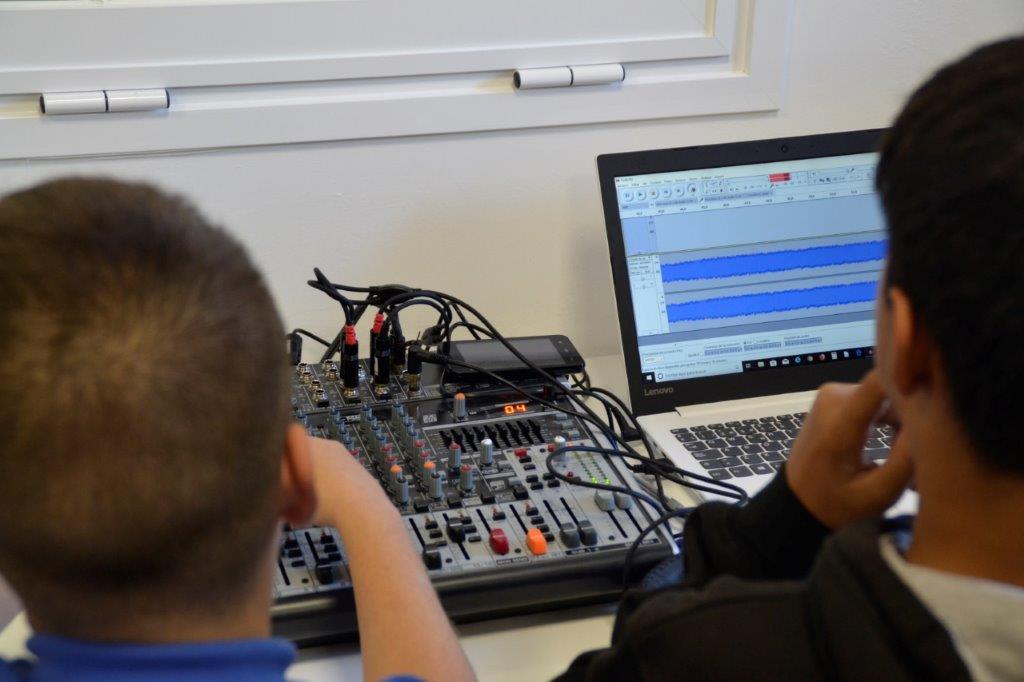 Imagen de archivo de una radio escolar.