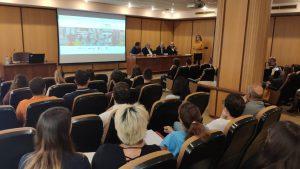 Ángeles Palmero con los alumnos del 'Curso Universitario Superior de Gestión de Comercio Urbano'