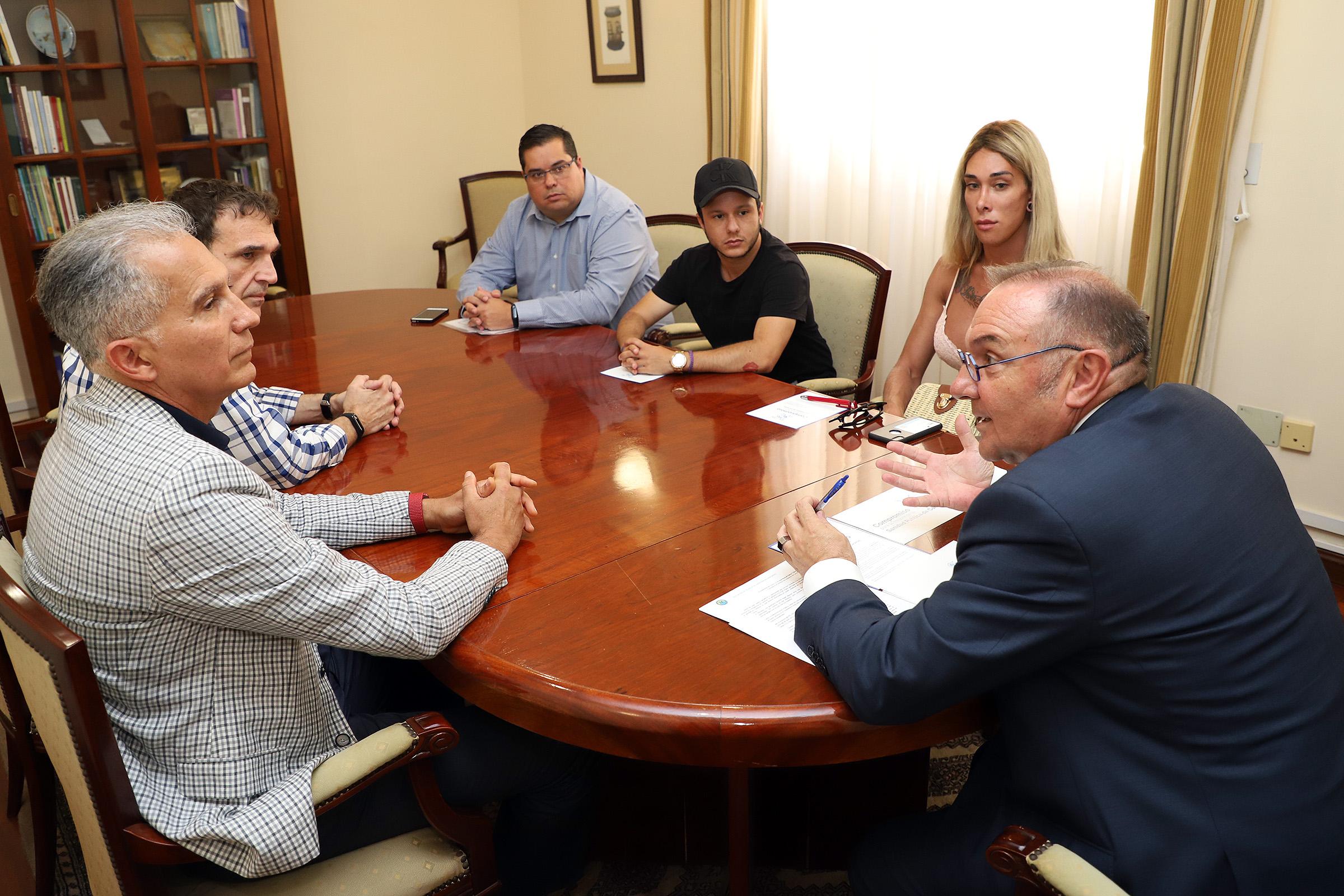 Momento de la firma del Compromiso por la Mejora de la Sanidad Pública de Canarias