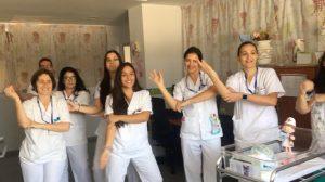 Personal del Hospital General de Fuerteventura durante la grabación del videoclip