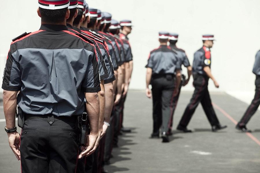 Agentes de la Policía Canaria desfilando