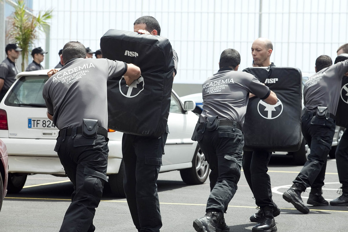 La Policía Autonómica detiene a tres personas en Tenerife reclamadas judicialmente