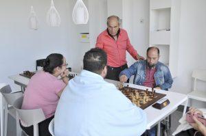 Pacientes jugando al ajedrez