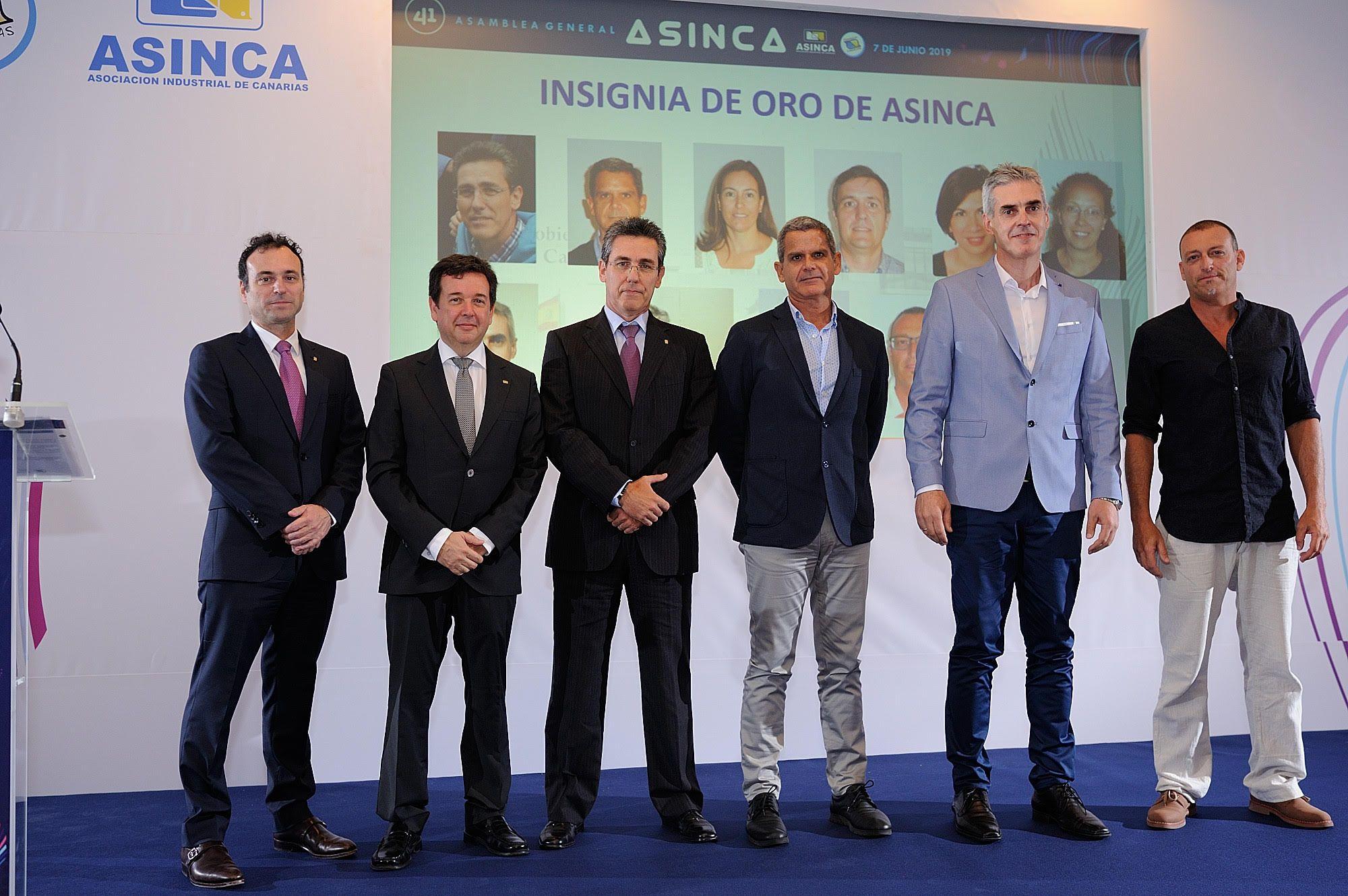 El departamento de Industria recibe la Insignia de Oro de Asinca.
