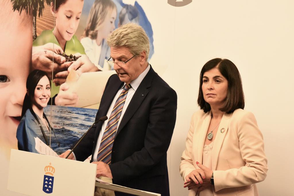 Julio Pérez y Carolina Darias.