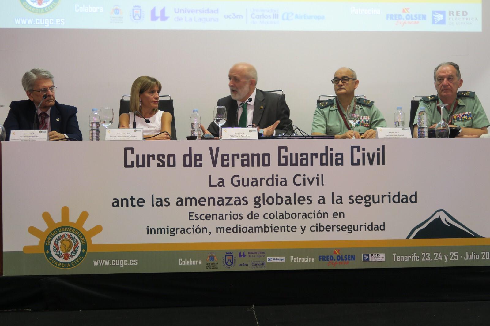 Julio Pérez inaugura en Tenerife un curso de verano de la Guardia Civil