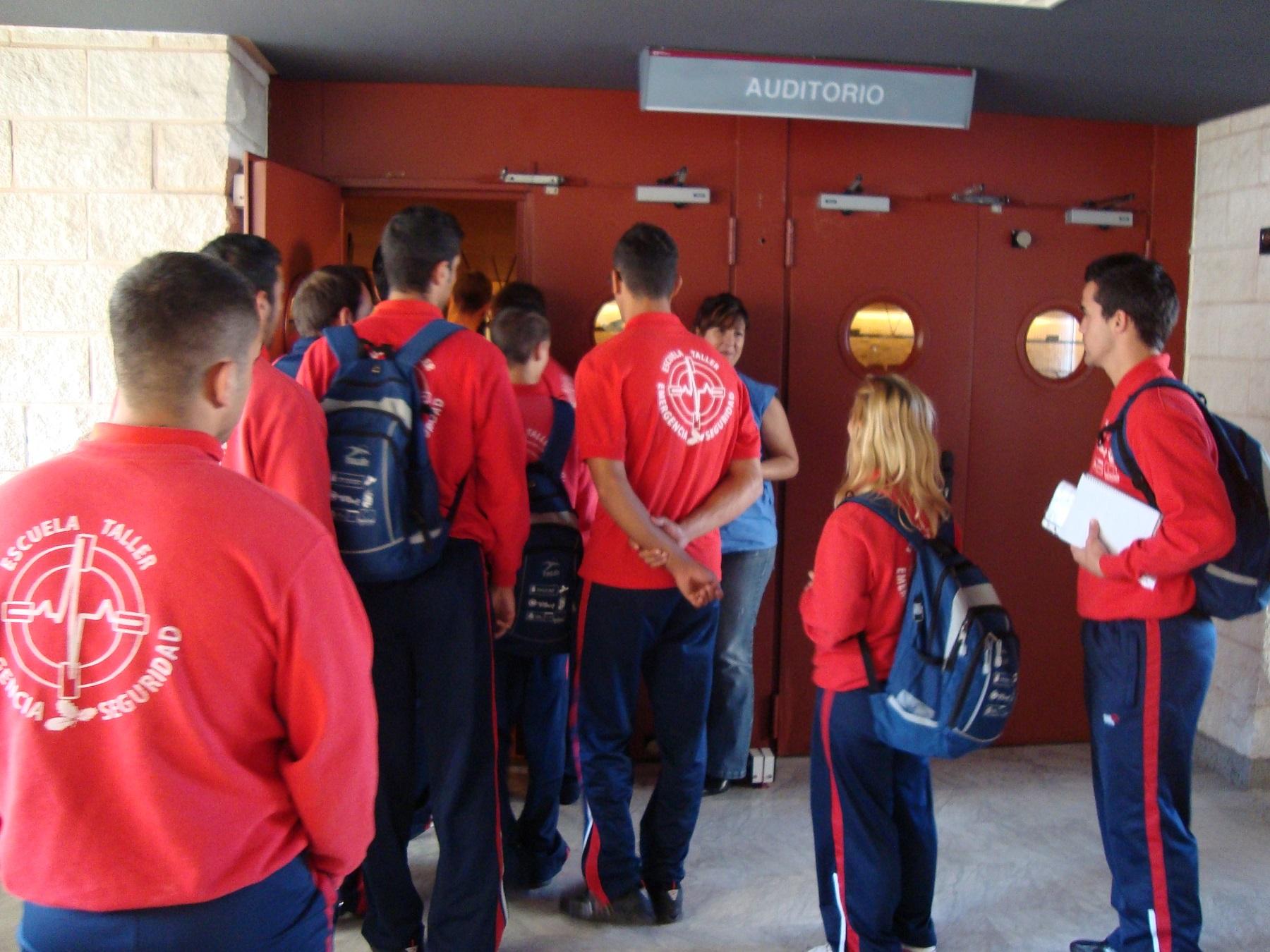 Alumnos en una de las visitas realizada al centro hospitalario.