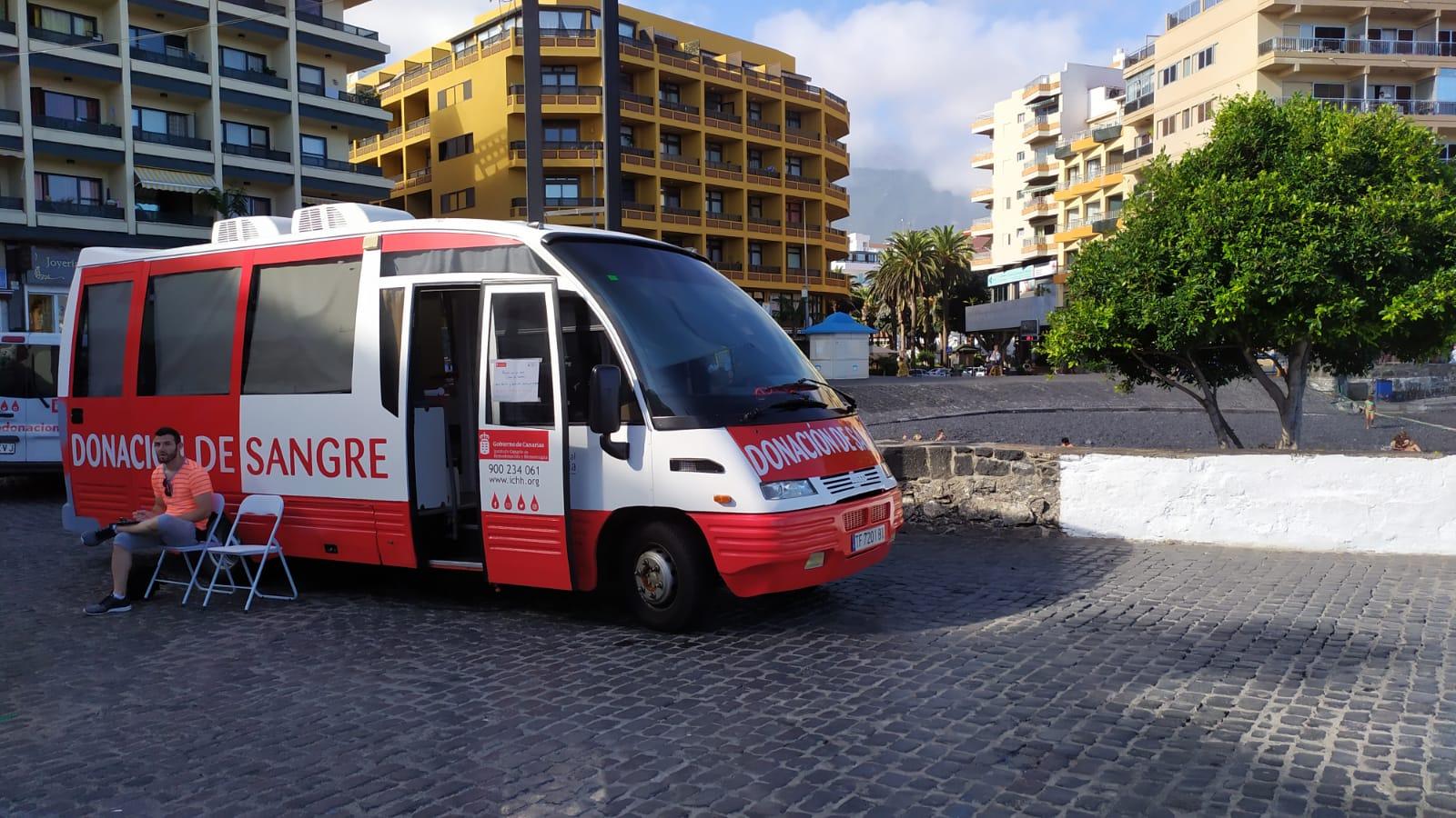 Una unidad móvil del ICHH visita Puerto de la Cruz dentro de la campaña de donación de sangre