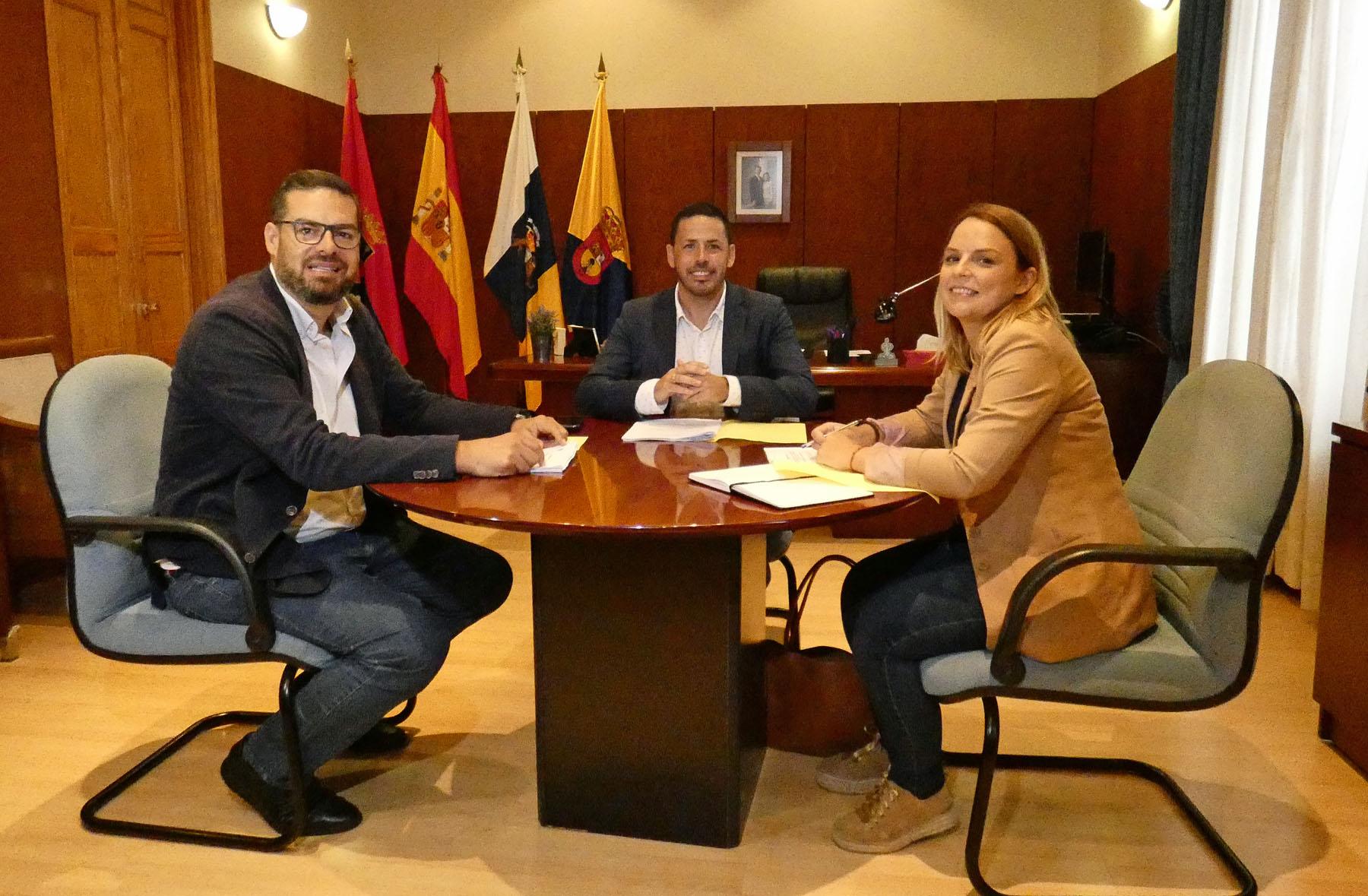 Reunión consejera de Derechos Sociales, Noemí Santana, con el alcalde de Telde, Héctor Suárez