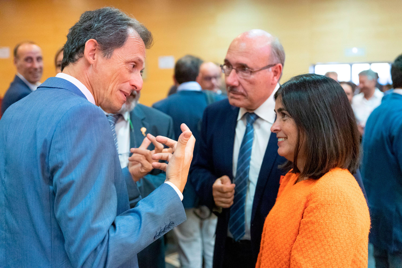 Pedro Duque, Rafael Rebolo y Carolina Darias conversan durante el encuentro