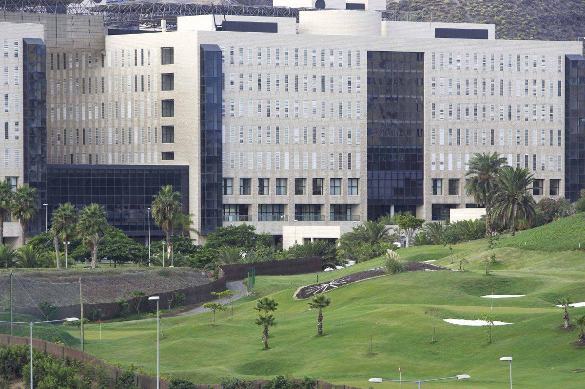 El Hospital Dr. Negrín reúne a cardiólogos y cirujanos en una jornada de actualización sobre reparación valvular