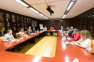 """Castilla hizo hincapié en """"trabajar de la mano con los siete cabildos para afianzar la marca del destino Canarias con las especificidades de las ocho islas""""."""