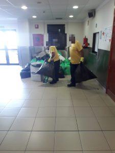 Tareas de limpieza en uno de los centros sanitarios