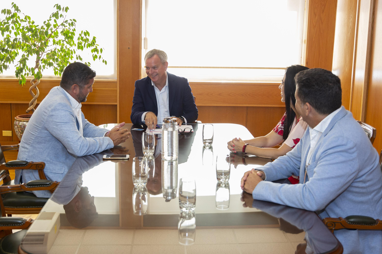 Franquis informa a los empresarios del Sur de Tenerife sobre las obras e inversiones previstas en la zona