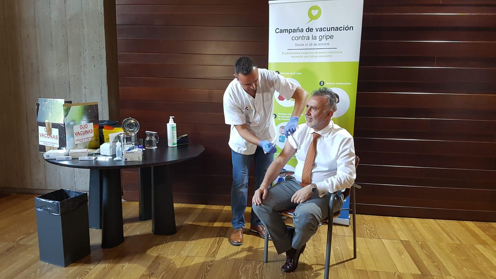 Ángel Víctor Torres vacuna gripe