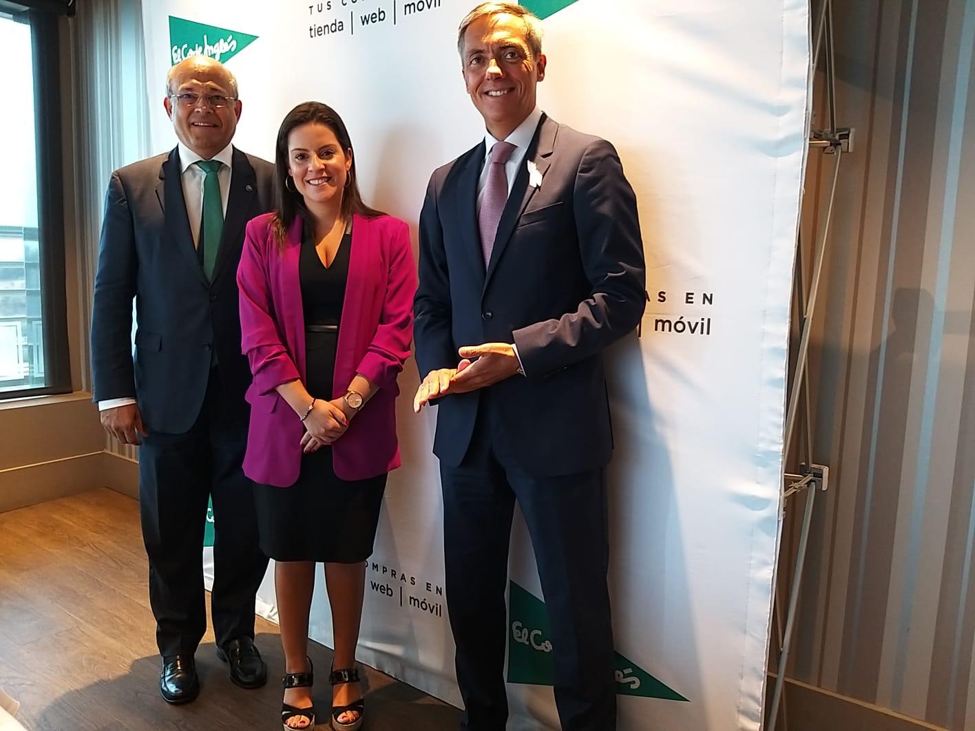 Yaiza Castilla felicita a El Corte Inglés de Santa Cruz de Tenerife por su 18 aniversario en Tres de Mayo