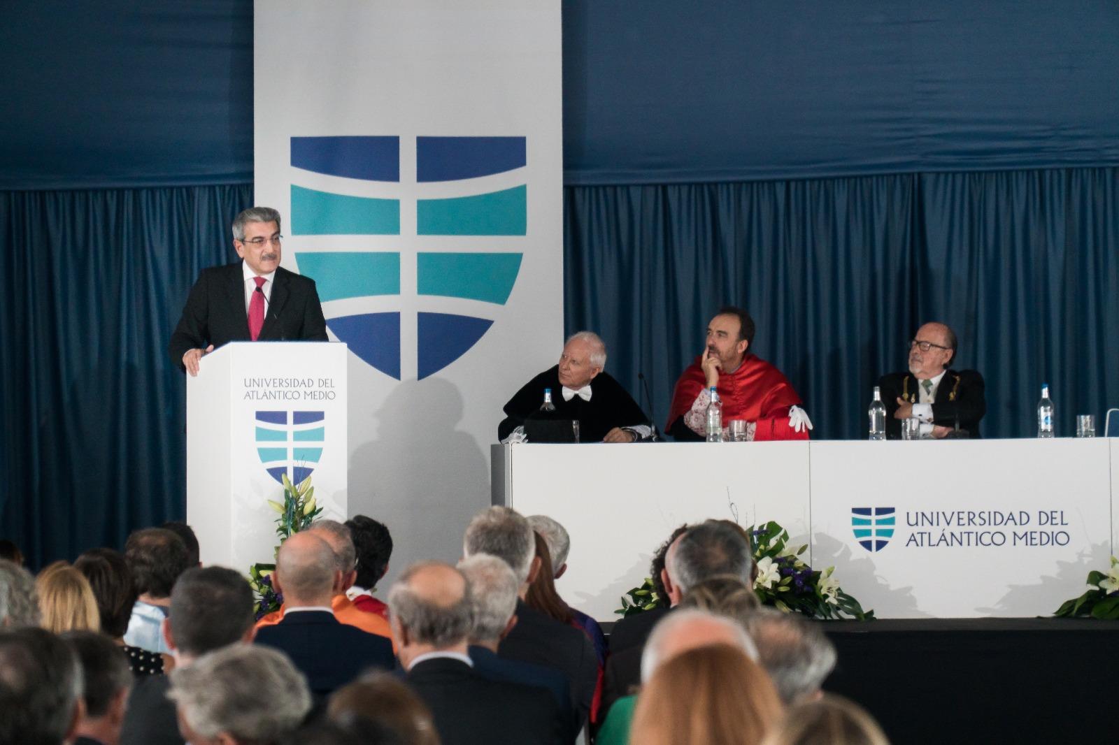 """Román Rodríguez destaca la """"importancia de la enseñanza superior para la internacionalización de Canarias"""""""