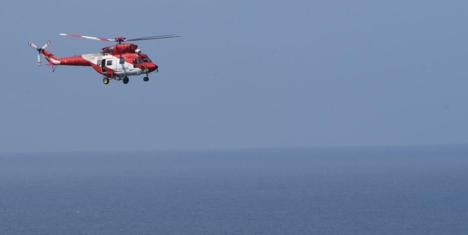 Helicóptero GES sobre la costa de Tenerife