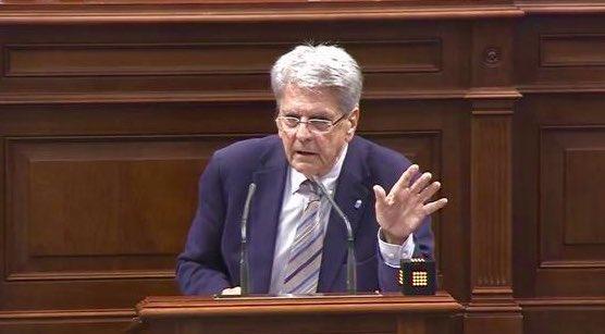 Julio Pérez explica en el Parlamento los recursos de la Policía Canaria para 2020