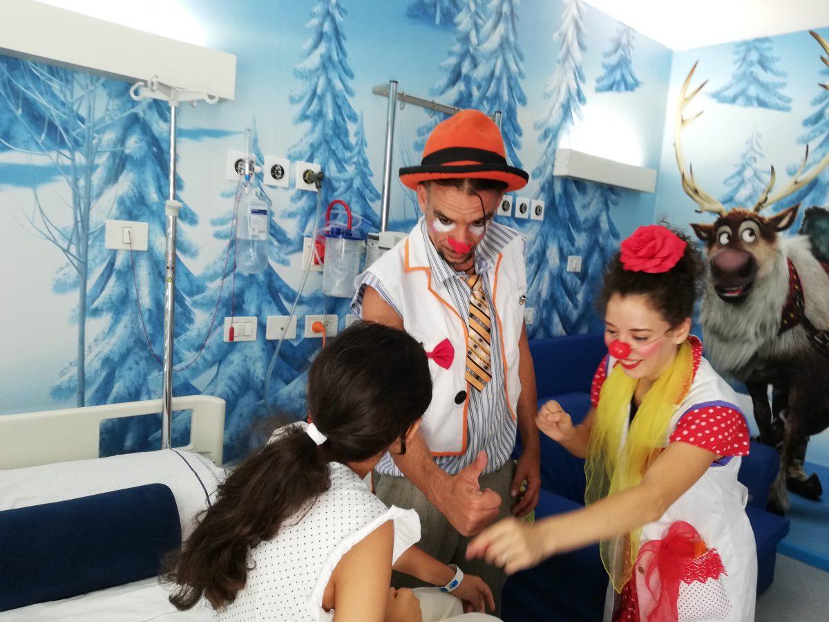 Los niños de los hospitales públicos de Tenerife disfrutan de los payasos del Festival Internacional Clownbaret
