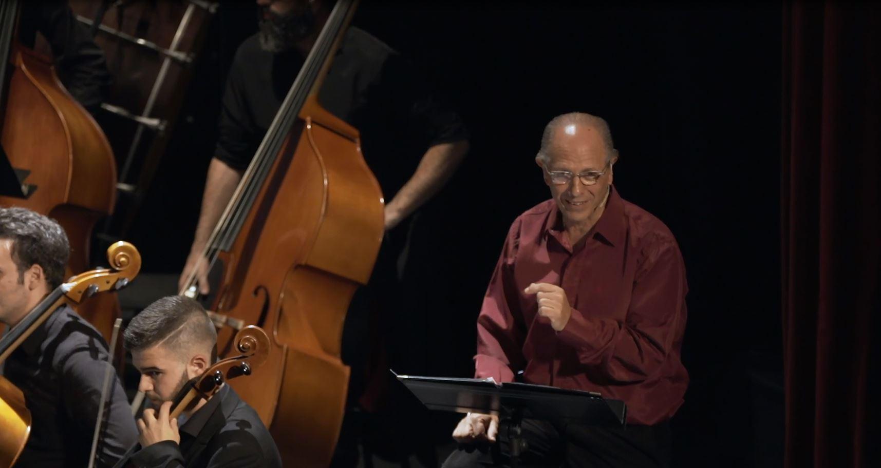 El narrador Ricardo Ducatenzeiler, autor también del guión del concierto
