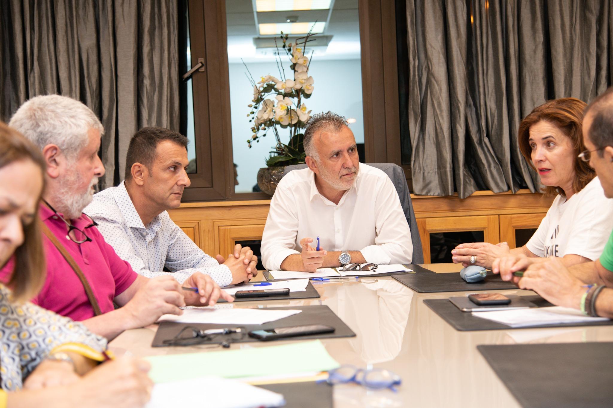 Gobierno de Canarias y sindicatos avanzan para desbloquear las negociaciones para la Oferta Pública de Empleo de Sanidad