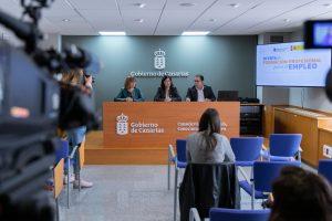 Rodríguez, Darias y Santana, durante su comparecencia