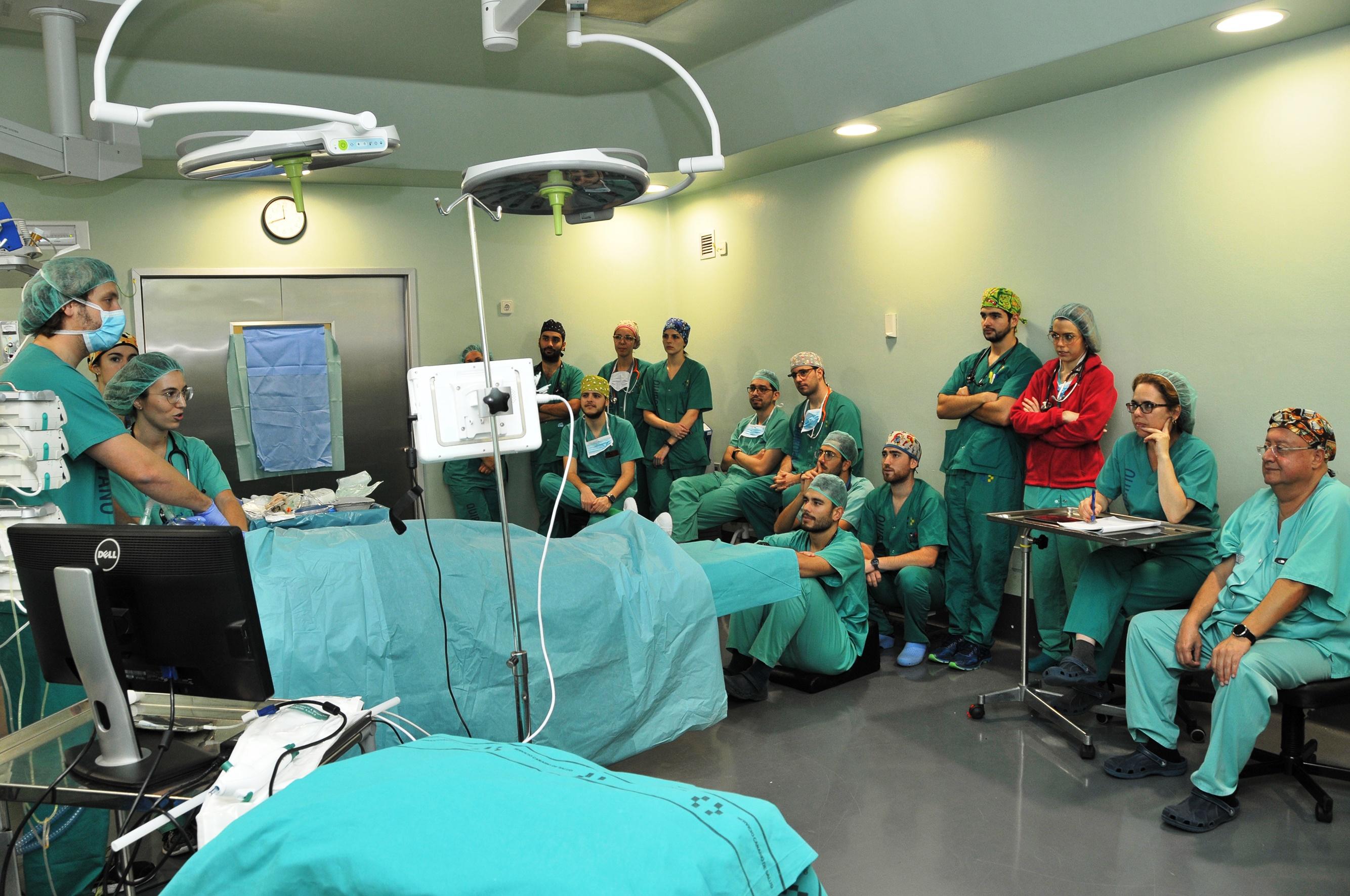 Momento de la simulación realizada en uno de los quirófanos del Hospital Dr. Negrín